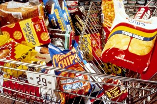 17402-unhealthy-snacks-ina-shopping-cart-pv_freestockphotos